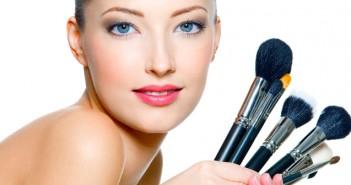 Brochas de maquillaje que no pueden faltar en tu neceser