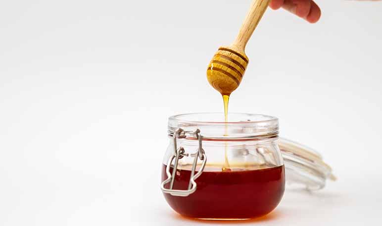 Miel y bicarbonato de sodio para eliminar los granos - Siéntete Guapa