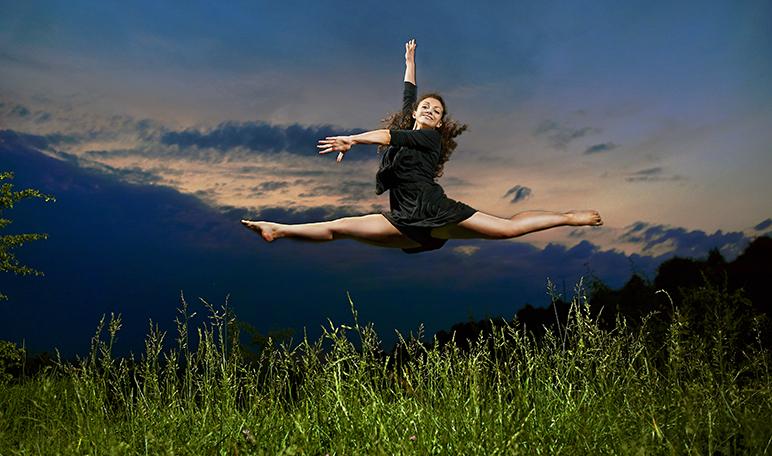5 beneficios del yoga dance para la salud - Siéntete Guapa