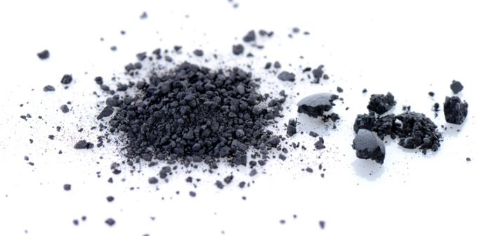 Jugo natural de carbón activado para eliminar toxinas