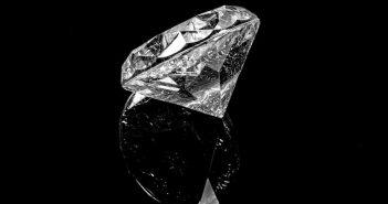 Microdermoabrasión con punta de diamante para rejuvenecer la piel